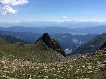 Blick in Richtung Trentino, mit den Dolomiten im Hintergrund