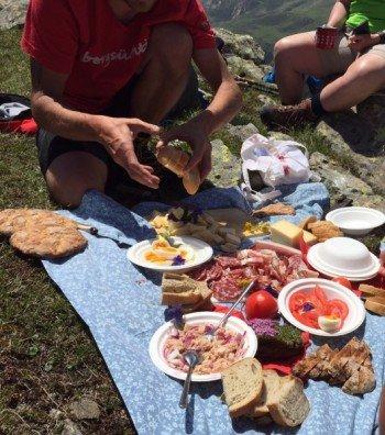 Nichts ist gemütlicher als ein Picknick auf dem Berg