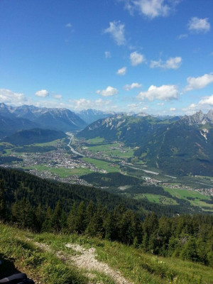 Vom Gipfel aus hast du eine schöne Aussicht über das Lechtal.
