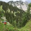 Der Großteil der Wanderung findet auf Wanderpfaden statt. Feste Wanderschuhe sind ein Muss.