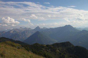 Die Höhenwanderung verspricht herrliche Ausblicke auf die Salzburger Bergwelt.