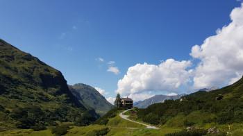 Ziel ist das urige Berghaus Vereina im Vereinatal (siehe Variante).
