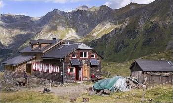 Die gemütliche Keinprechthütte ist ein wichtiger Stützpunkt entlang des Tauern Höhenweges