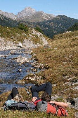 Auf dem Lechweg kannst die Natur um dich herum genießen.