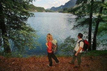 Am Riederer See in Rieden bietet sich eine kleine Pause an.