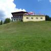 Das Alpengasthaus Karwendel ist am Start und am Ende der Rundwanderung um den Zwölferkopf eine Einkehrmöglichkeit mit Panoramablick.