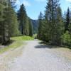 Der Weg ist mit normalen Schuhwerk leicht begehbar. Größtenteils ist der Weg auch kinderwagenfreundlich.