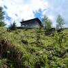Die Bärenbadalm befindet sich etwa auf halber Strecke und thront auf der Südseite des Zwölferkopfs mit herrlichem Ausblick auf das Karwendelgebirge.