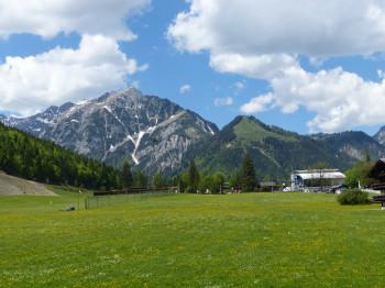 Die Karwendel-Bergbahn ist Ausgangspunkt des Panoramarundweges um den Zwölferkopf und von Pertisau fußläufig erreichbar.