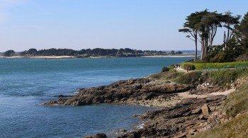 Ein Großteil des Weges führt dich an der Küste entlang.