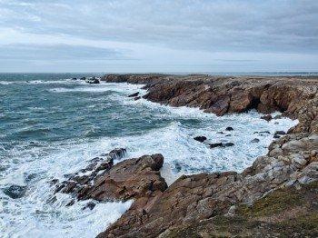 Das wilde Meer an der Pointe de Beg-an-Aud