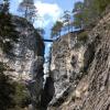 """Die Brücke """"Hoher Übergang"""" in schwindelerregender Höhe"""
