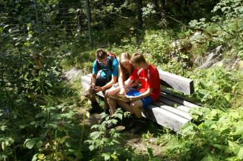 Beim Geocaching am Tannberg begibst du dich auf die Spuren des Skipioniers Pfarrer Johann Müller.