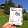 Im Tourismusbüro von Warth erhalten Besucher Schatzkarten zu den drei Geocaching-Touren am Tannberg.