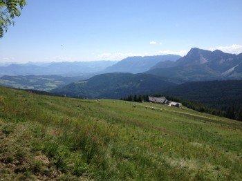 Blick vom Gipfel des Teisenbergs Richtung Salzburg.