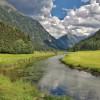 Der Talbach schlängelt sich gemächlich durch das idyllische Tettermoor.