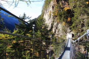 Die große Hängebrücke am Beginn des Alpin Steigs ist 50 m lang.