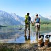 Eine erfrischende Abkühlung: das Wasser des Almsees