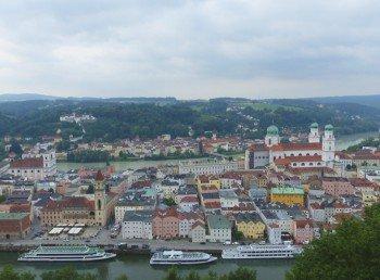 Blick auf die Altstadt von Passau zwischen Donau und Inn