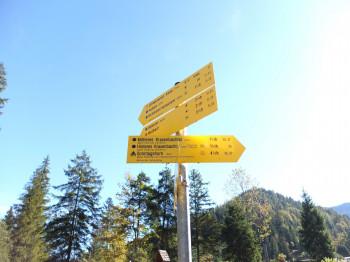 Der Weg ins Hintere Kraxenbachtal ist gut ausgeschildert
