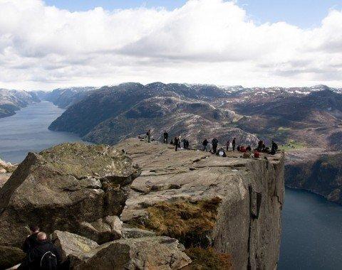 Von der Felskanzel bietet sich ein herrlicher Blick über den Fjord