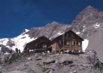 Auf 2.385 Metern Höhe befindet sich das Ziel der Tour - die Totalphütte