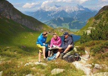 Vom Wildsee aus führt eine Route auf den Gipfel des Wildseeloder und eine weitere zum Gipfelkreuz der Henne.