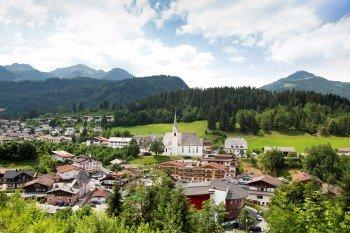 Der Ort Fieberbrunn liegt im Pillerseetal in der Kitzbüheler Alpen.