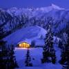 Die idyllische Hütte bei Nacht