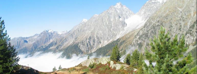 Der Staller Sattel, ein Gebirgspass in den Ostalpen, verbindet das Defereggental in Osttirol mit dem Antholzertal in Südtirol.