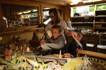 Drei Modelleisenbahnen können im 1. Tiroler Holzmuseum besichtigt werden.