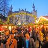 Zwischen Rathaus und Dom kommt vorweihnachtliche Stimmung auf.