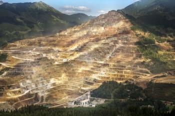 Am Erzberg werden jährlich rund 1.500 Tonnen Sprengstoff verbraucht.