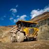 Mit insgesamt 230 Mitarbeitern werden im etagenförmigen Tagbau jährlich etwa 12Millionen Tonnen Gestein gewonnen und zu 3 Millionen Tonnen Feinerz verarbeitet.