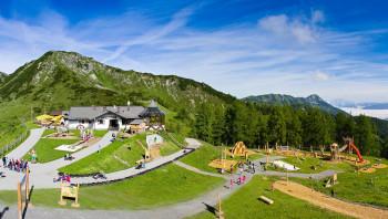 Der Spielplatz befindet sich direkt neben der Gamskogelhütte.