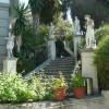 Treppe mit vier Statuen von olympischen Göttern