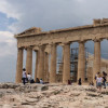 Das Parthenon, der Tempel zu Ehren der Hauptgöttin Athena, überragt alle anderen Gebäude auf der Akropolis.