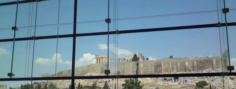 Der Blick vom Museum auf die Akropolis