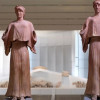 Zwei Statuen im Museum