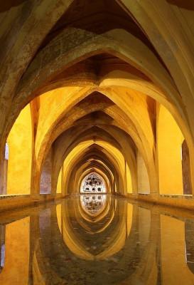 Die imposante Architekture des Real Alcázar de Sevilla