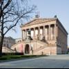 Die Alte Nationalgalerie befindet sich neben dem Neuen Museum.