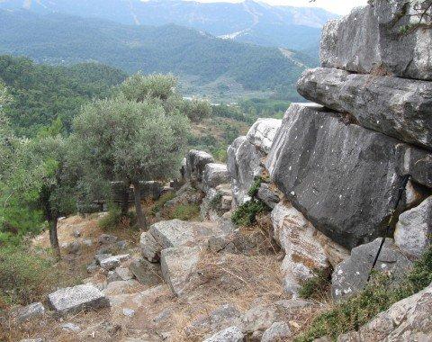 Mauerwerk unterhalb des Pan-Abbruchs