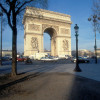 Der Triumphbogen steht am Ende der Champs-Elysées.