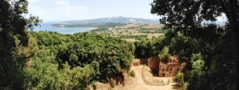 Archäologie und fantastischer Ausblick: Die Grotten-Nekropole von Populonia