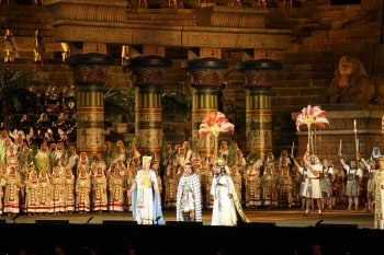 Die Akkustik in der Arena ist so gut, dass die Opernsänger komplett ohne Mikrofon auskommen.