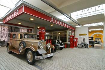 Wie auf einer Zeitreise - im Museum ist eine Tankstelle aus den 30er Jahren aufgebaut