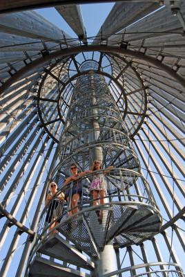 """35 Meter hoch ist Aussichtsturm auf der """"Bistumshöhe"""" am Cospudener See."""