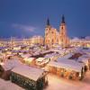 Blick von oben auf den Weihnachtsmarkt