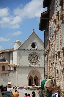 Über den Seiteneingang gelangt man in die Unterkirche