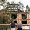 """Blick auf die Ruine """"Alpenhaus"""""""